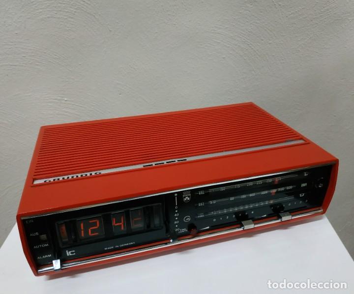 Radios antiguas: RADIO DESPERTADOR GRUNDIG AÑOS 70 aparato Alemán - Foto 8 - 262910680