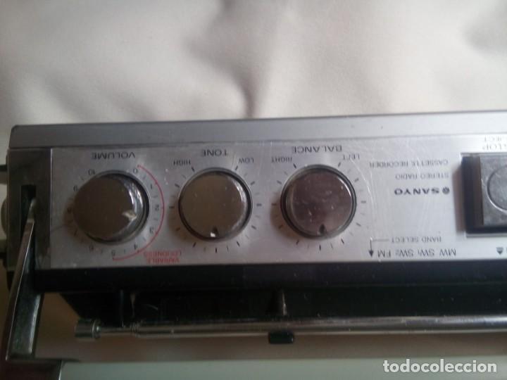 Radios antiguas: Sanyo modelo M 7700K; radio-cassette funcionando (VER VIDEO!!) - Foto 6 - 262937770