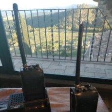 Radios antiguas: ANTIGUA PAREJA DE WALKIE-TALKIES CON FUNDAS Y CARGADOR DE LA MINA DE SAL DE CARDONA. Lote 265320519