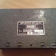Radios antiguas: VIEJA CARCASA DE METAL, LICENCIA RADIOMATIC, TRANSISTORES, IMPUESTOS DE LUJO, VER FOTOS. Lote 265527034
