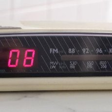 Radios antiguas: RADIO DESPERTADOR RELOJ PHILIPPS AJ3182, NÚMEROS DIGITALES. Lote 267233474