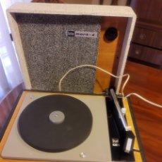 Radios antiguas: TOCADISCOS PORTÁTIL BETTOR MARK-4. Lote 268911529