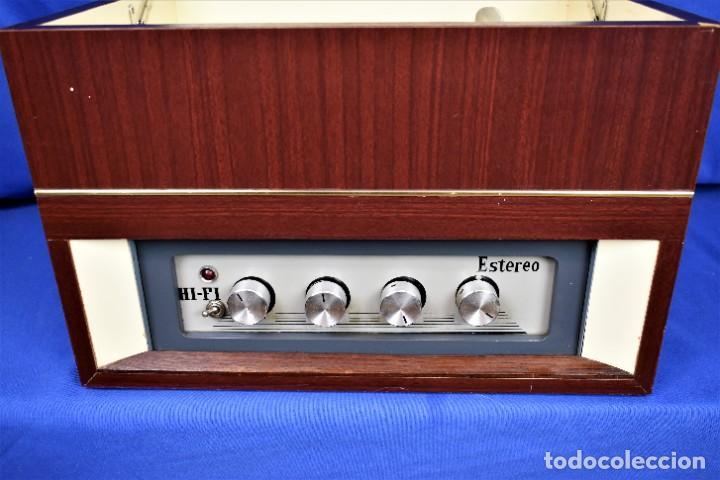 MUEBLE AMPLIFICADOR CON TOCADISCOS HECHO ARTESANALMENTE AÑOS 60 (Radios, Gramófonos, Grabadoras y Otros - Transistores, Pick-ups y Otros)