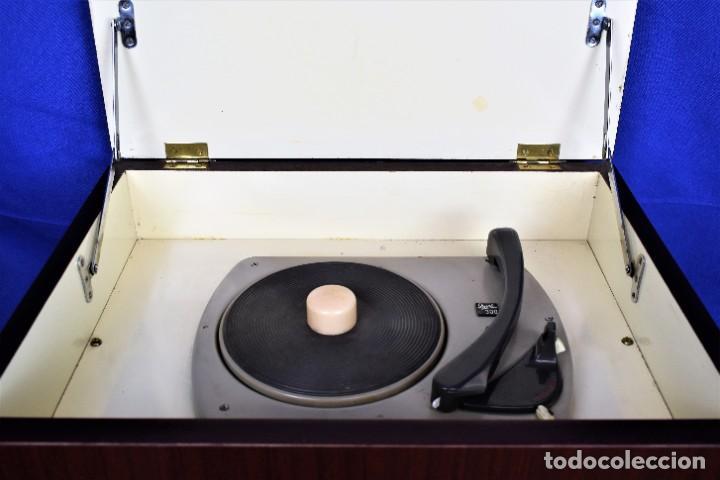 Radios antiguas: Mueble amplificador con tocadiscos hecho artesanalmente años 60 - Foto 2 - 269032125