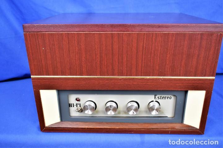 Radios antiguas: Mueble amplificador con tocadiscos hecho artesanalmente años 60 - Foto 4 - 269032125