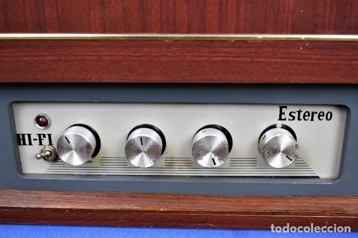 Radios antiguas: Mueble amplificador con tocadiscos hecho artesanalmente años 60 - Foto 5 - 269032125