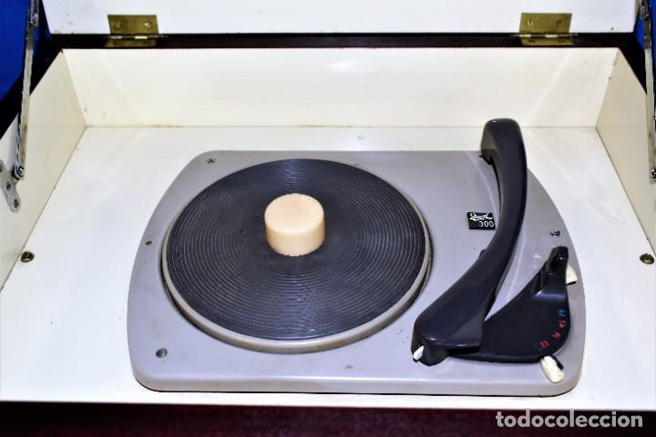 Radios antiguas: Mueble amplificador con tocadiscos hecho artesanalmente años 60 - Foto 6 - 269032125