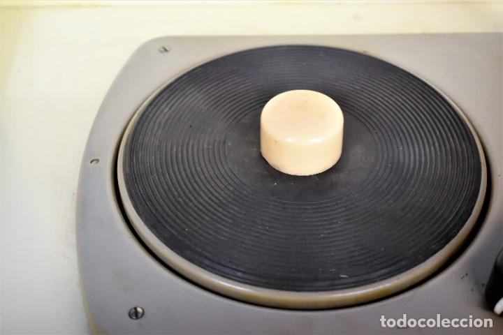 Radios antiguas: Mueble amplificador con tocadiscos hecho artesanalmente años 60 - Foto 9 - 269032125