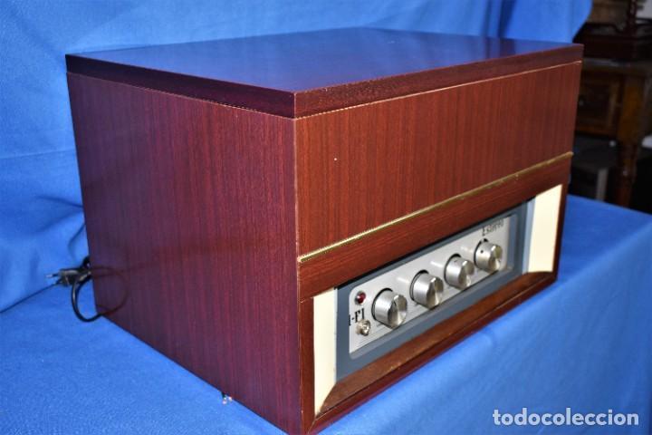 Radios antiguas: Mueble amplificador con tocadiscos hecho artesanalmente años 60 - Foto 10 - 269032125