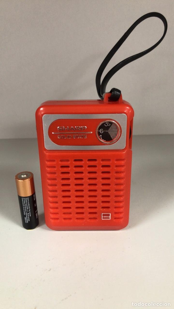 RADIO TRANSISTOR SHARP BP-170, FUNCIONA, VER VÍDEO. (Radios, Gramófonos, Grabadoras y Otros - Transistores, Pick-ups y Otros)