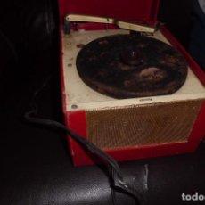Radios antiguas: MUY RARO TOCADISCOS AMERICANO MINIATURA, AÑOS 40. Lote 272265898