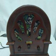 Radios antiguas: RÉPLICA DE RADIO ANTIGUA DE CAPILLA EN MADERA. FUNCIONA 220 V.. Lote 273310398