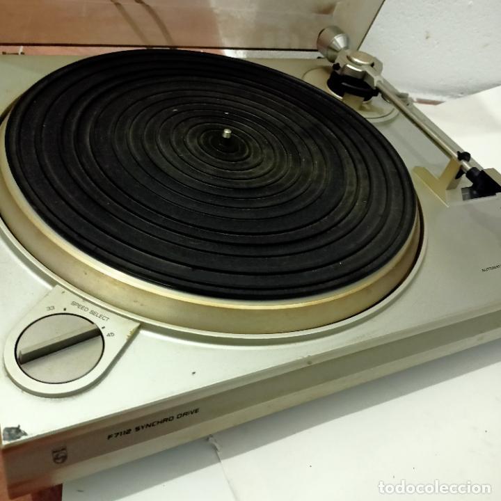 TOCADISCOS PHILIPS VINTAGE F7112 SYNCRHO DRIVE. (Radios, Gramófonos, Grabadoras y Otros - Transistores, Pick-ups y Otros)