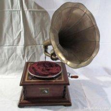 Radios antiguas: GRAMÓFONO LA VOZ DE SU AMO, FUNCIONANDO. Lote 276739658