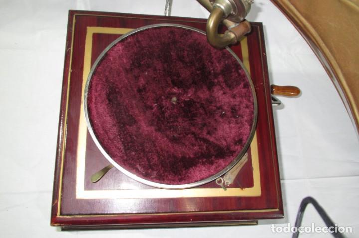 Radios antiguas: Gramófono La Voz de su Amo, funcionando - Foto 3 - 276739658