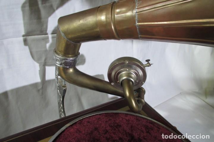 Radios antiguas: Gramófono La Voz de su Amo, funcionando - Foto 5 - 276739658