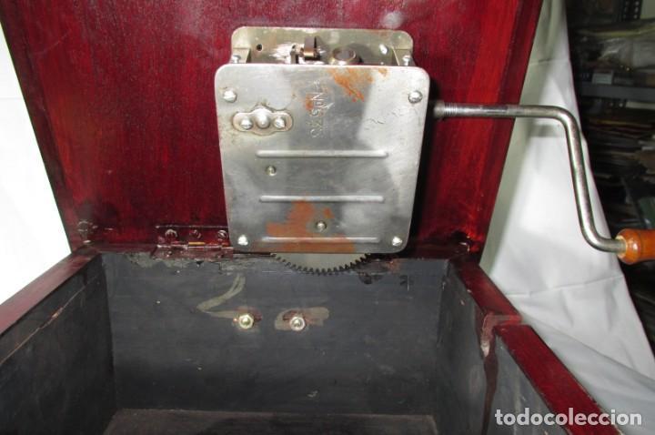 Radios antiguas: Gramófono La Voz de su Amo, funcionando - Foto 27 - 276739658