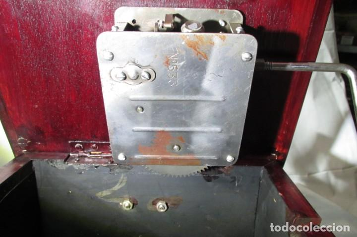 Radios antiguas: Gramófono La Voz de su Amo, funcionando - Foto 28 - 276739658