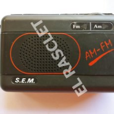 Radios antiguas: ANTIGUO RADIO TRANSSISTOR - MARCA S.EM. FM Y AM - FUNCIONA A PILAS -. Lote 280399973