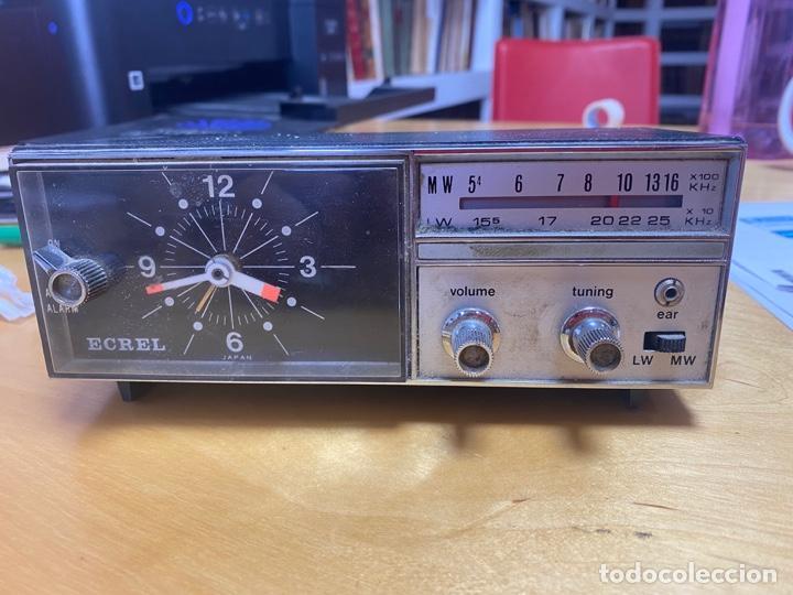 RADIO RELOJ DESPERTADOR ECREL. LA RADIO FUNCIONA (Radios, Gramófonos, Grabadoras y Otros - Transistores, Pick-ups y Otros)