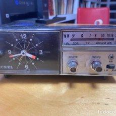 Radios antiguas: RADIO RELOJ DESPERTADOR ECREL. LA RADIO FUNCIONA. Lote 286252113