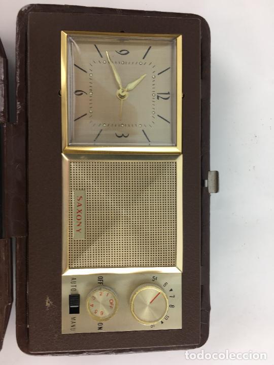Radios antiguas: Radio reloj despertador Saxony años 70 - Foto 2 - 286947663
