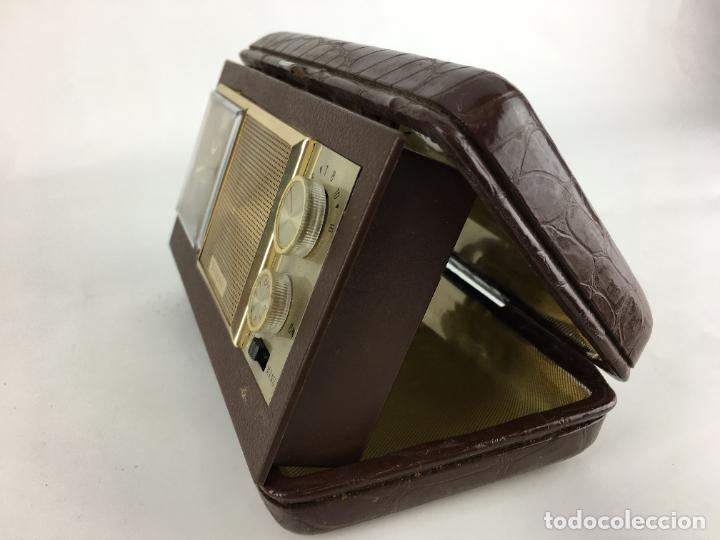 Radios antiguas: Radio reloj despertador Saxony años 70 - Foto 11 - 286947663