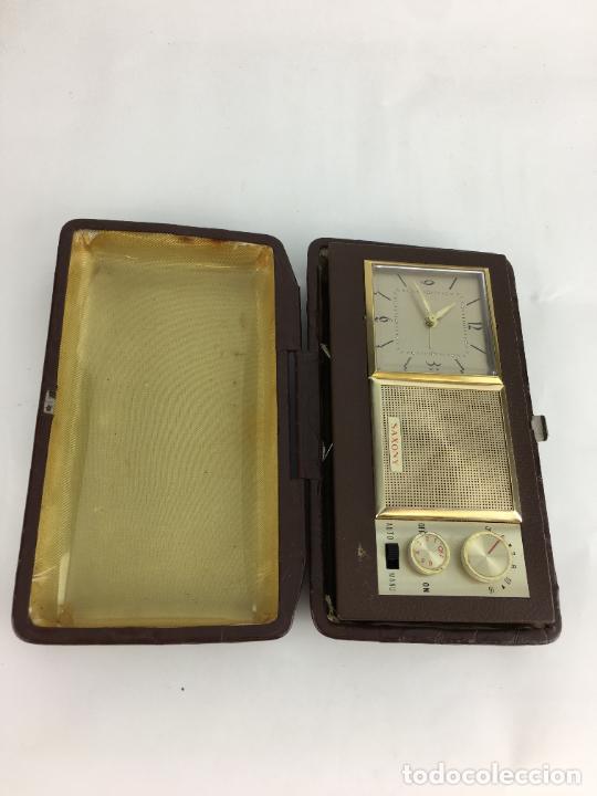 Radios antiguas: Radio reloj despertador Saxony años 70 - Foto 10 - 286947663