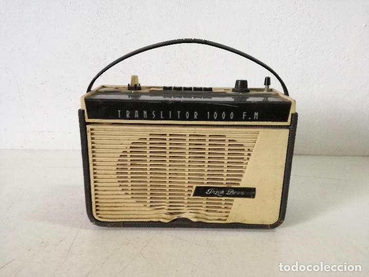 TECNOLOGÍA VINTAGE, RADIO TRANSISTOR PIZON BROS, A REVISAR, UNOS 32 X 23 X 13 CMS. (Radios, Gramófonos, Grabadoras y Otros - Transistores, Pick-ups y Otros)