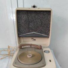 Radio antiche: TOCADISCOS DE MALETA LAVIS DUAL. Lote 287451923