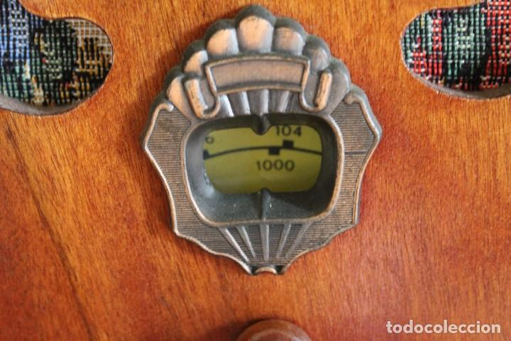 Radios antiguas: RÉPLICA DE RADIO ANTIGUA DE CAPILLA EN MADERA FUNCIONA 31,5 CM ALTO - Foto 2 - 287697268