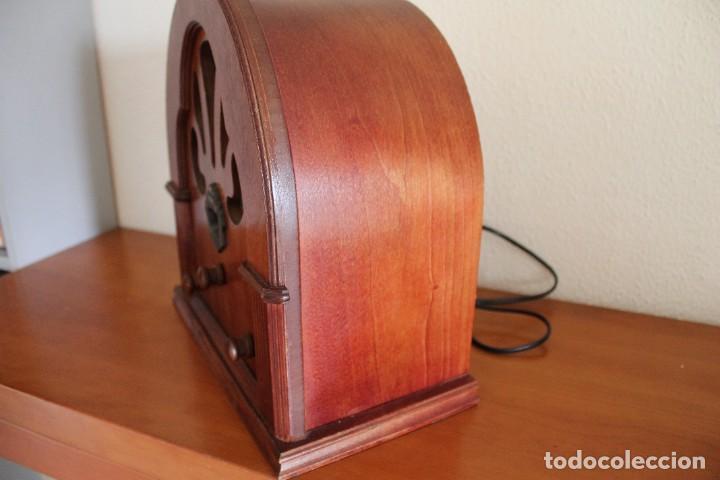 Radios antiguas: RÉPLICA DE RADIO ANTIGUA DE CAPILLA EN MADERA FUNCIONA 31,5 CM ALTO - Foto 6 - 287697268