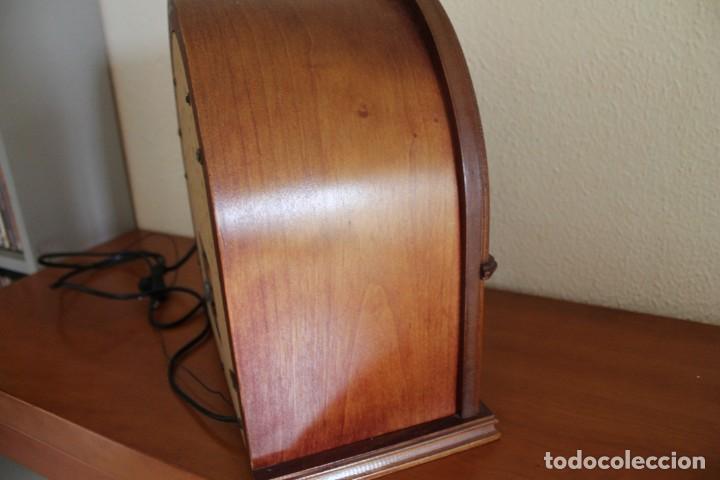 Radios antiguas: RÉPLICA DE RADIO ANTIGUA DE CAPILLA EN MADERA FUNCIONA 31,5 CM ALTO - Foto 7 - 287697268