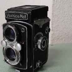 Radios antiguas: CAMARA DE FOTOS YASHICA MAT. Lote 288391273