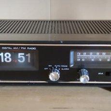 Radios Anciennes: RADIO DESPERTADOR TOKYO JUMBO RD-500 FLIP FLOP FUNCIONANDO - NUMEROS VOLCABLES. Lote 289693408