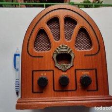 Rádios antigos: RADIO AM-FM - MADERA - ESTILO VINTAGE - 21 CMS ALTO - 11 ANCHO - 17´5 LARGO - IDEAL DECORACIÓN. Lote 291837178