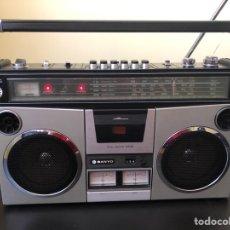 Radios antiguas: RADIO CASSETTE SANYO M4500K BOOMBOX VINTAGE. Lote 297076198