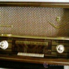 Radios de válvulas: RADIO ANTIGUA DE MADERA, ESPAÑOLA ,MARCA IBERIA . Lote 26719393