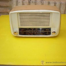 Radios de válvulas: PEQUEÑA RADIO DE VALVULA COLOR CREMA. Lote 8547628