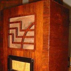 Radios de válvulas: RADIO ANTIGUA CASTILLA. CAJA DE MADERA. 34CM ANCHO X 43 CM ALTO X 20 CM PROFUNDIDAD. Lote 27074668
