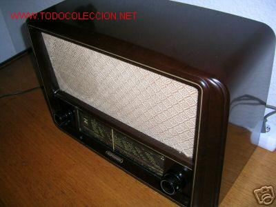 RADIO A VALVULAS GRUNDIG BAKELITA (FUNCIONA) (Radios, Gramófonos, Grabadoras y Otros - Radios de Válvulas)