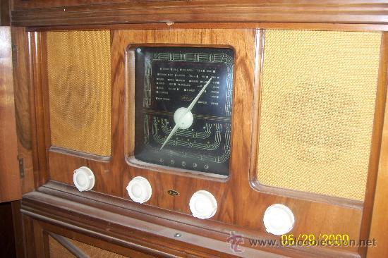 Radios de válvulas: Mueble radio marca Inter con tocadiscos. Años 40. - Foto 2 - 27163739