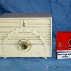 Radios de válvulas: PEQUEÑA RADIO AMERICANA EMERSON. Lote 26313506