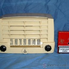 Radios de válvulas: PEQUEÑA RADIO AMERICANA EMERSON. Lote 26313514