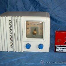 Radios de válvulas: PEQUEÑA RADIO AMERICANA DELCO. Lote 26313516