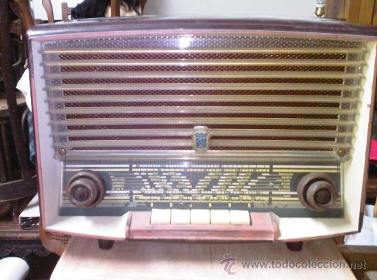 RADIO DE VALVULAS - MARCA RADIOLA . FUNCIONA (Radios, Gramófonos, Grabadoras y Otros - Radios de Válvulas)