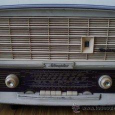 Radios de válvulas: RADIO SCHNEIDER .. FANDANGO FM .. RADIO MANDADA A REPARAR FUNCIONA 220V. Lote 19565037