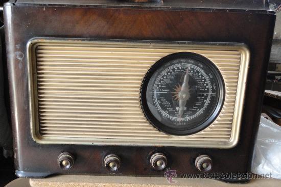 RADIO-TOCA DISCOS (Radios, Gramófonos, Grabadoras y Otros - Radios de Válvulas)