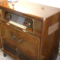 Mueble radio tocadiscos loewe opta antig comprar for Muebles para tocadiscos