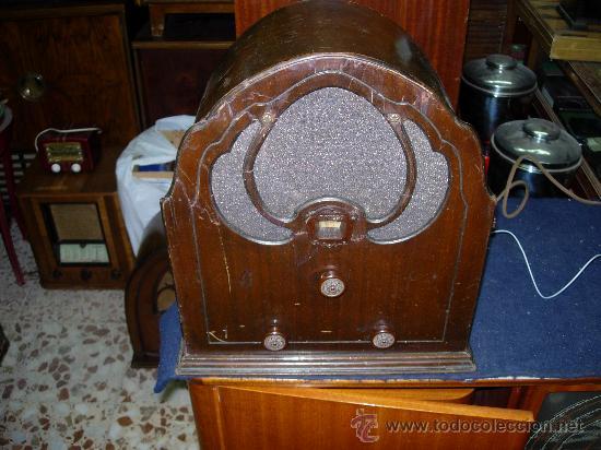RADIO CAPILLA PHILCO FUNCIONANDO (Radios, Gramófonos, Grabadoras y Otros - Radios de Válvulas)